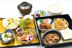 ★5月の松花堂弁当と東山御膳(※写真)★