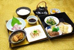 ★11月の東山御膳(※写真)と松花堂弁当★