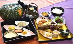 ★10月の東山御膳(※写真)と松花堂弁当★